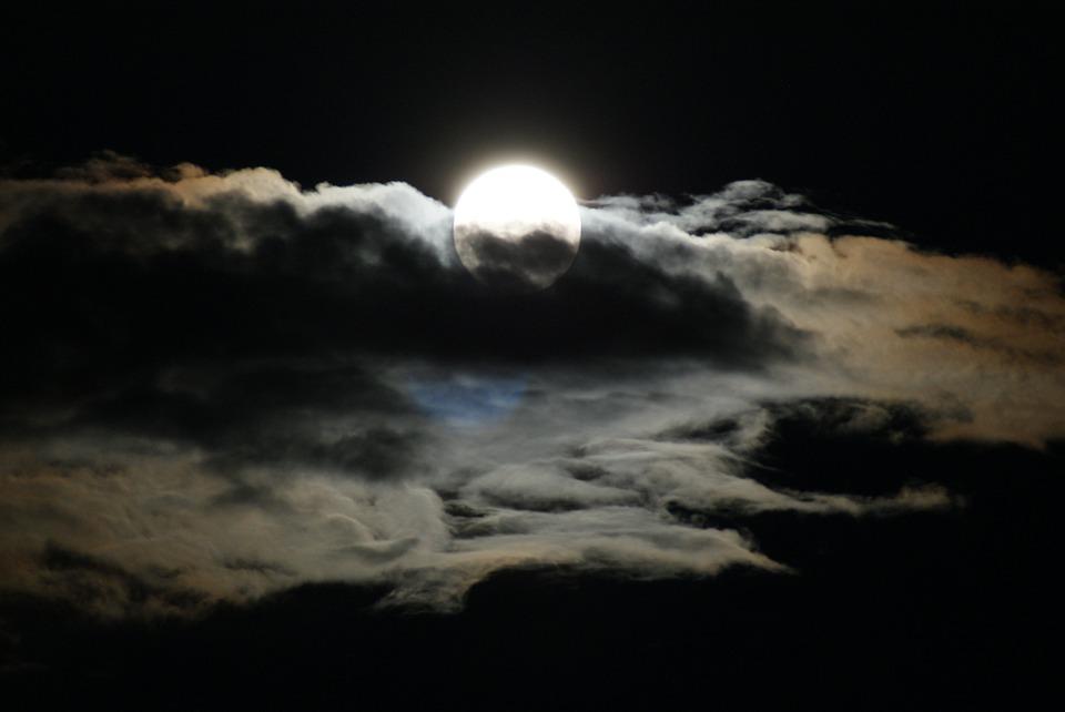 Aranyosi Ervin: Teli a Hold